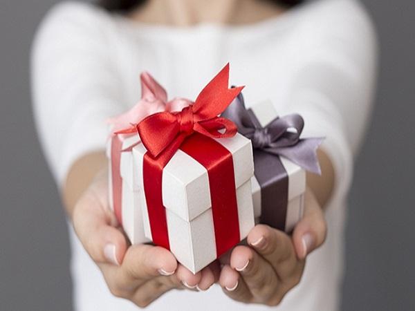 Chiêm bao được tặng quà nên đánh lô đề con bao nhiêu?