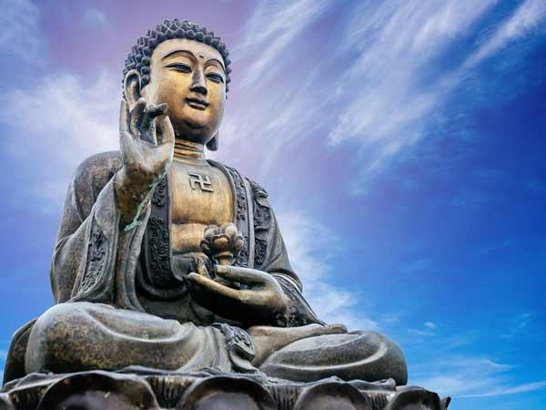 Chiêm bao thấy Phật thì nên đánh số đề con bao nhiêu?