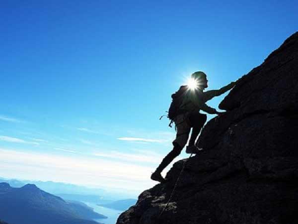Mơ thấy leo núi là điềm báo gì?