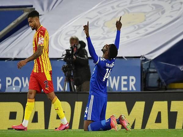 Tin bóng đá sáng 23/4: Leicester City giành trọn 3 điểm trên sân nhà